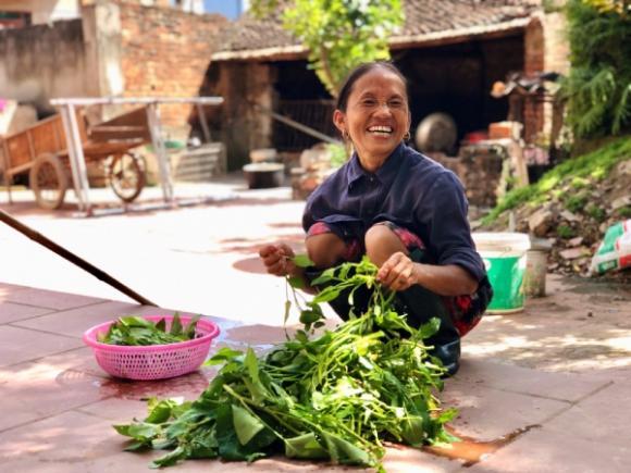 Bà Tân Vlog, Bắc Giang, cư dân mạng, Hưng Vlog, quảng cáo