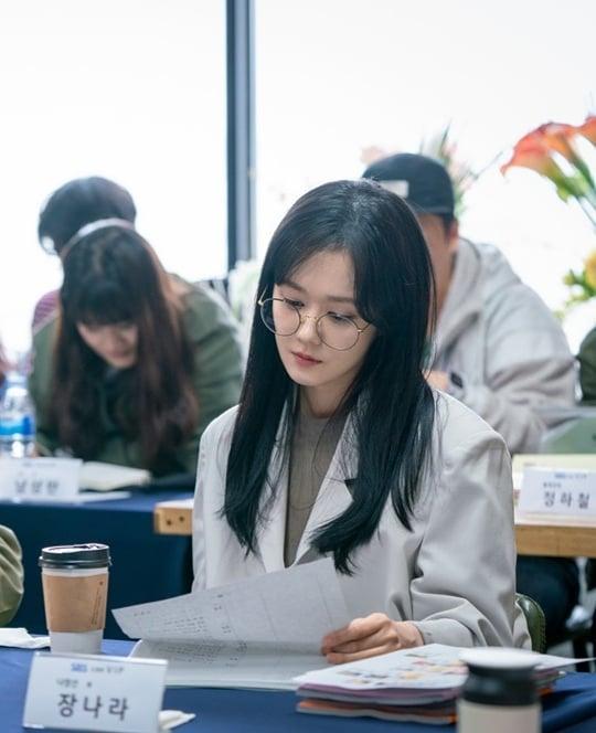 'Mỹ nhân hack tuổi' Jang Nara nhan sắc như thiếu nữ trong khoảnh khắc chụp lén
