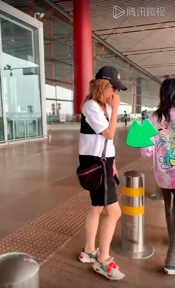 triệu vy, bầu bí, thời trang sân bay, sao hoa ngữ