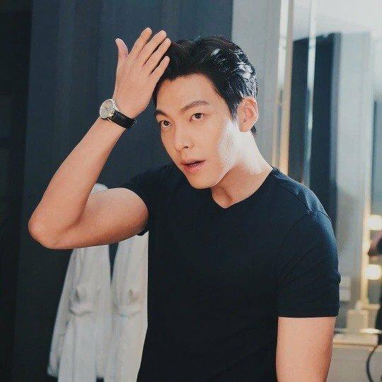Động thái đặc biệt của Kim Woo Bin sau tin đồn sẽ kết hôn với Shin Min Ah vào năm tới