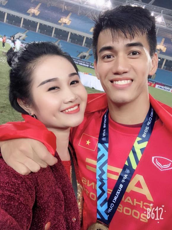 Vừa lập cú đúp giúp Việt Nam hạ Trung Quốc, Tiến Linh lập tức dính nghi án chia tay bạn gái