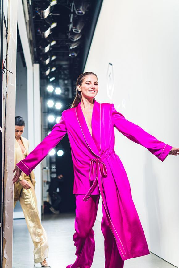 Thiên thần Victoria Secret và dàn siêu mẫu thế giới xuất hiện trong hậu trường NYFW Xuân Hè 2020 của Công Trí