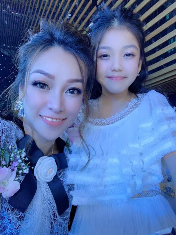 Nhan sắc trẻ đẹp của vợ đầu đại gia Minh Nhựa