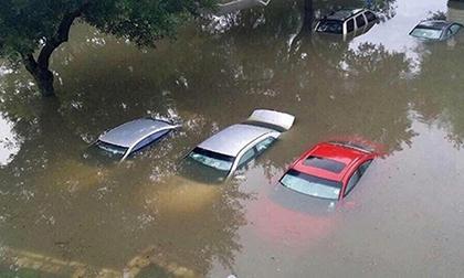Mưa lũ, Lũ lụt, cả gia đình bị lũ cuốn trôi