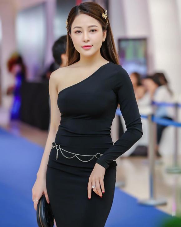 hot girl Trâm Anh, hot girl Trâm Anh lộ clip nóng, hot girl Trâm Anh làm MC, hot girl Trâm Anh ngoài đời