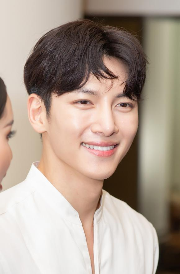 Ji Chang Wook, ca sĩ Diệp Lâm Anh, ca sĩ Chi Pu, sao Việt