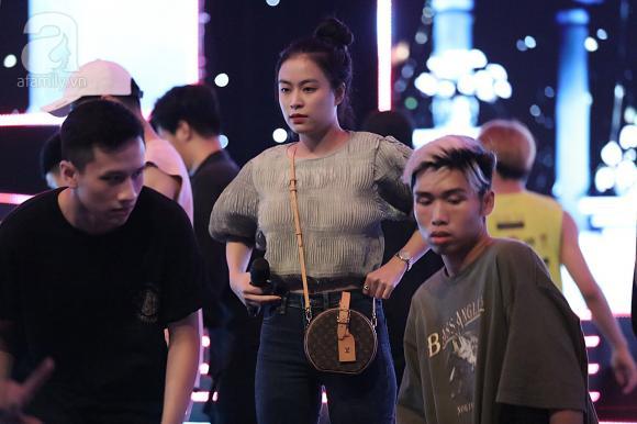 nữ ca sĩ hoàng thùy linh, ca sĩ Gil Lê, sao Việt