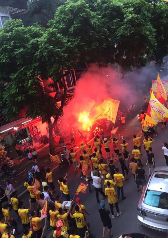bắn pháo, CĐV quá khích, Hooligan Nam Định