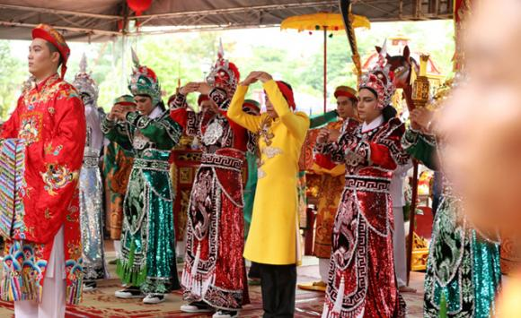 Đào Bá Lộc, cúng Tổ nghề sân khấu, sao Việt