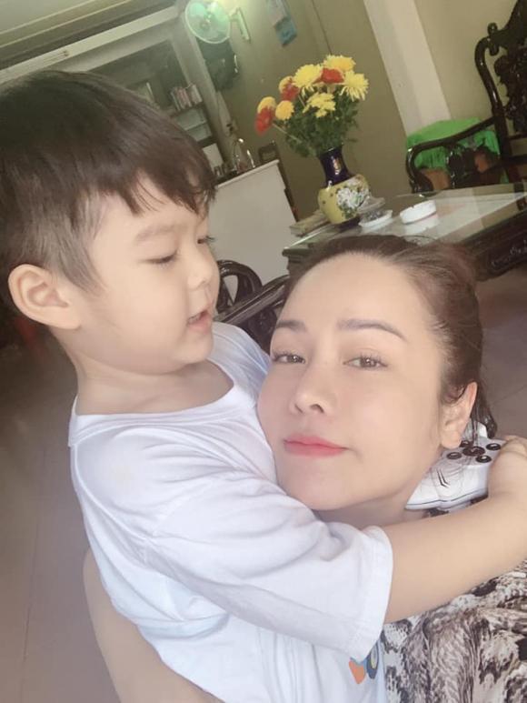 Nhật Kim Anh, Nhật Kim Anh ly hôn, Nhật Kim Anh và con trai, chồng cũ Nhật Kim Anh, Nhật Kim Anh đưa con đi chơi trung thu