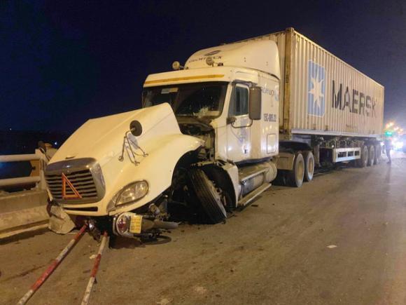 container tông người đi xe máy ở cầu thanh trì, tai nạn giao thông, tai nạn ở cầu thanh trì