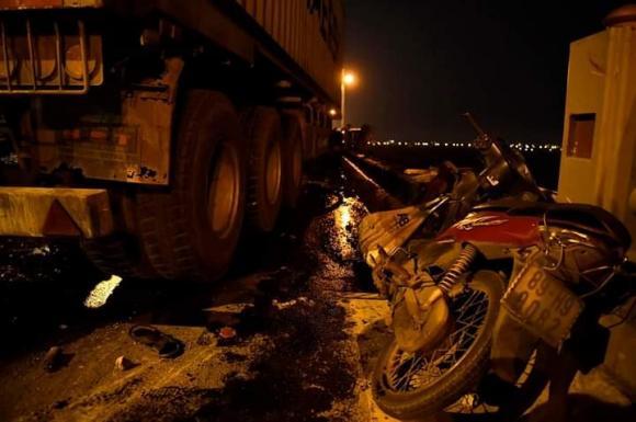 container đâm văng người xuống sông Hồng, xe container gây tai nạn trên cầu thanh trì, tai nạn giao thông