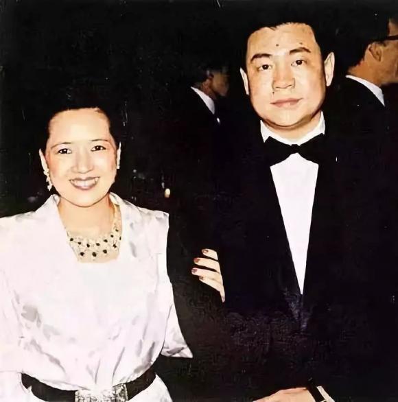Bảo Vịnh Cầm, Lưu Loan Hùng, nữ tỷ phú bị chồng phản bội