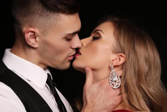 không nên hôn cổ, không nên hôn tai, chuyện vợ chồng