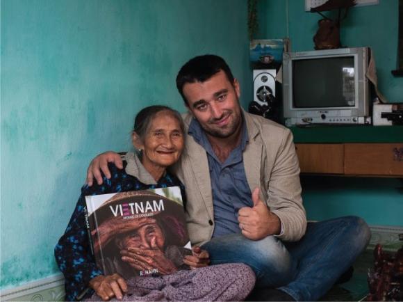 cụ bà Việt đẹp nhất thế giới, Bùi Thị Xong, Phụ nữ việt nam, bức ảnh Nụ cười ẩn giấu