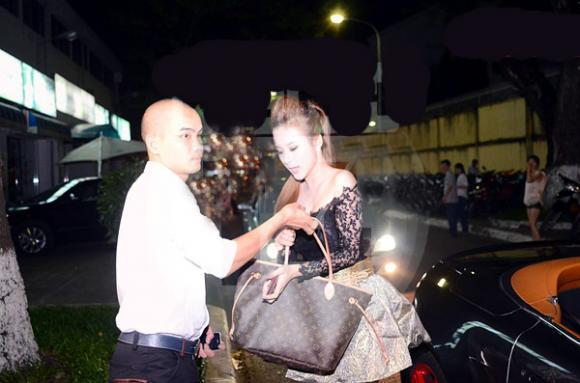 Người tình đại gia đưa đón Phương Trinh bằng xế khủng!