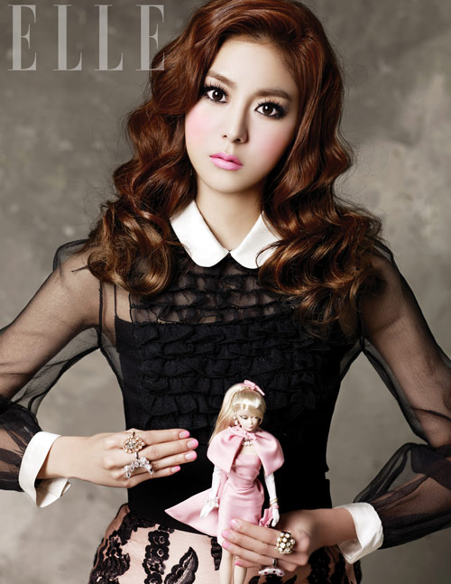'Búp bê' UEE đọ sắc đẹp với 'nàng cáo' Shin Min Ah