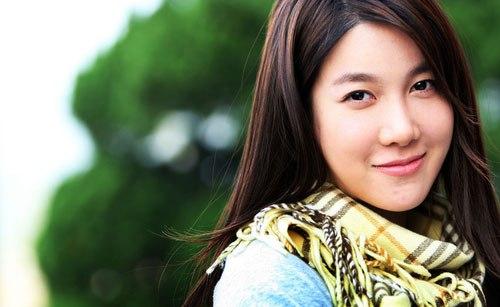 http://media.ngoisao.vn/resize_580x1100/news/2011/4/25/20/Lee-Ji-Ah-xin-loi-vi-lua-doi-3.jpg