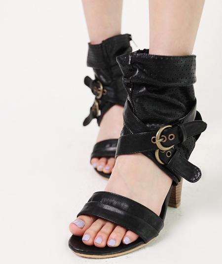 Các kiểu giày trẻ trung