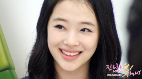 Những sao Hàn 'hút' người với nụ cuời quyến rũ
