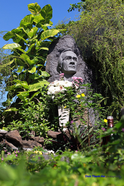 Những ngôi mộ của sao Việt