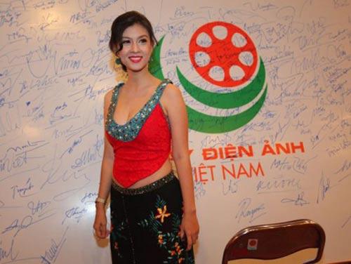 1001 khoảnh khắc đẹp áo yếm cách tân của sao Việt