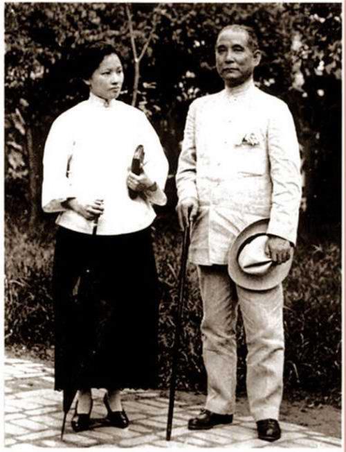 Vợ chồng Tống Khánh Linh, Tôn Trung Sơn luôn sát cánh bên trong bên nhau, trong cuộc sống và trong sự nghiệp đấu tranh.