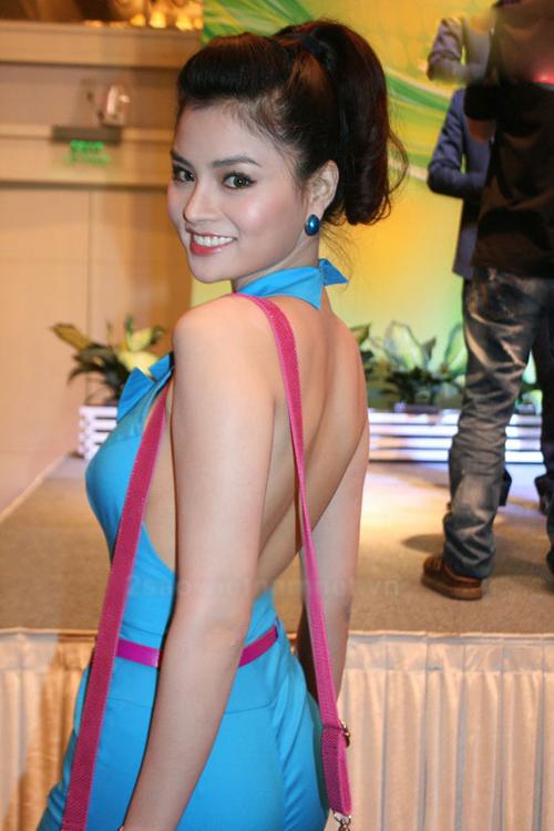 Những bộ jumpsuit đẹp ngất ngưỡng của mỹ nhân Viêt năm qua