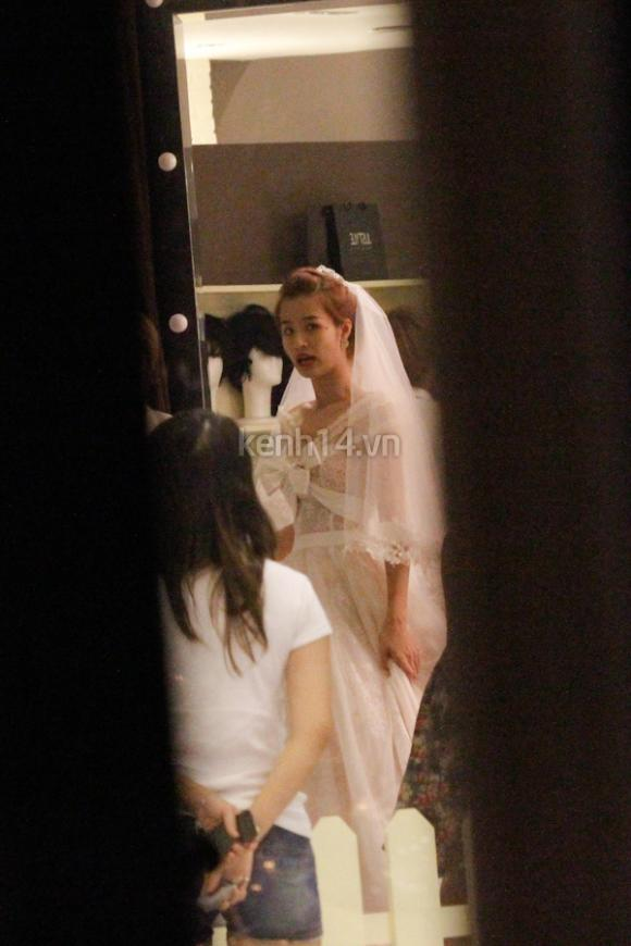 Ông Cao Thắng bí mật dẫn Đông Nhi đi chọn váy cưới