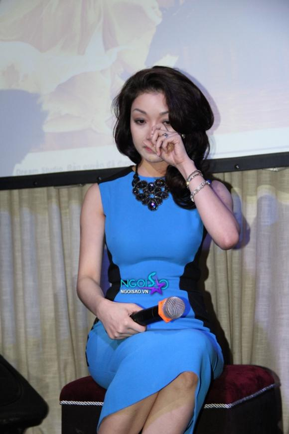 Ca sĩ Phạm Thu Hà 'khóc ròng' trong ngày ra mắt single đầu tay