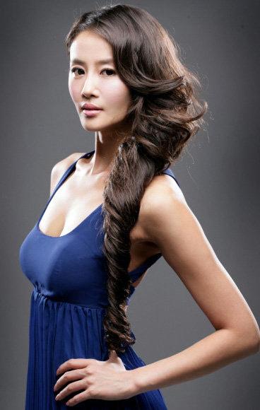 Sao Hàn khoe dáng thon với áo dài Việt Nam