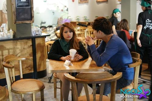 Hotgirl Chi Pu chăm sóc Cường Seven như 'bà mẹ trẻ'