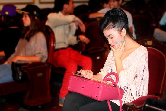 'Soi' bạn gái xinh của sao nam Việt