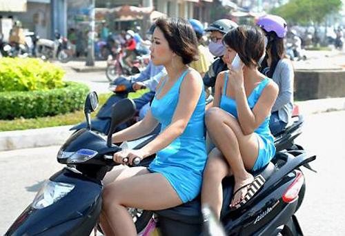 Chùm ảnh: Đỏ mặt với những hành động 'khó đỡ' của thiếu nữ Việt (P4)