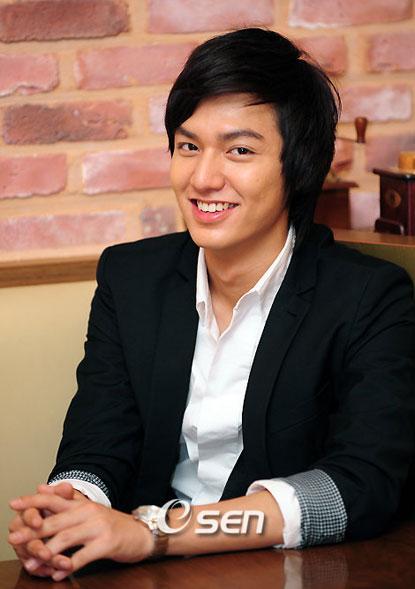 Cận cảnh gương mặt ngày càng béo tròn của Lee Min Ho