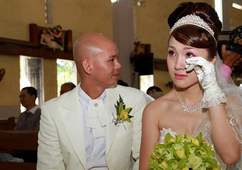 Phan Đinh Tùng rước dâu bằng… xích lô