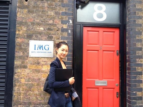 Trà My Next Top diện mặt mộc đi casting tại Anh