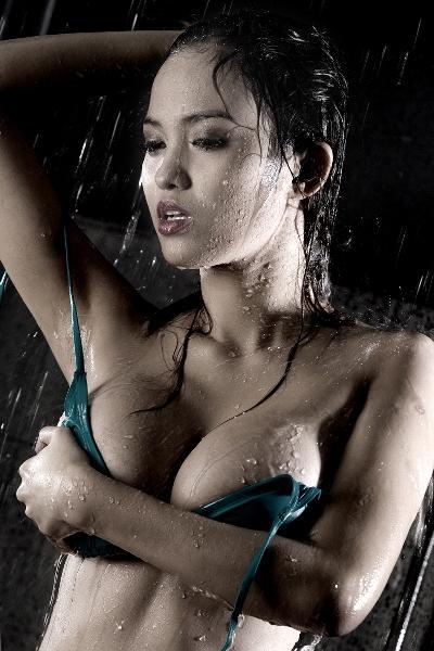 'Bằng chứng' clip tắm trần nghi là Hoàng Oanh Next Top mùa 1?