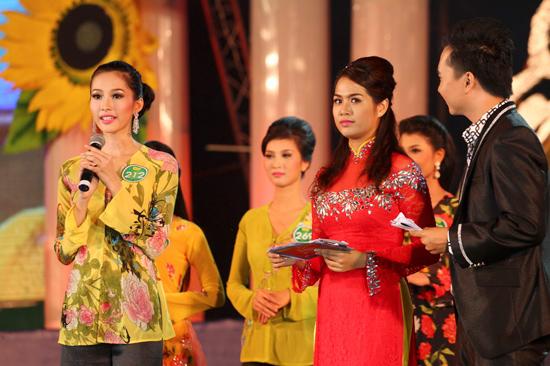 Đặng Thu Thảo đăng quang Hoa Khôi đồng bằng 2012