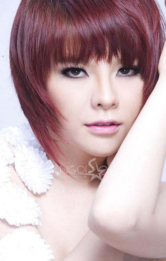 Ngắm vẻ đẹp xinh như búp bê của ca sĩ Saka Trương Tuyền