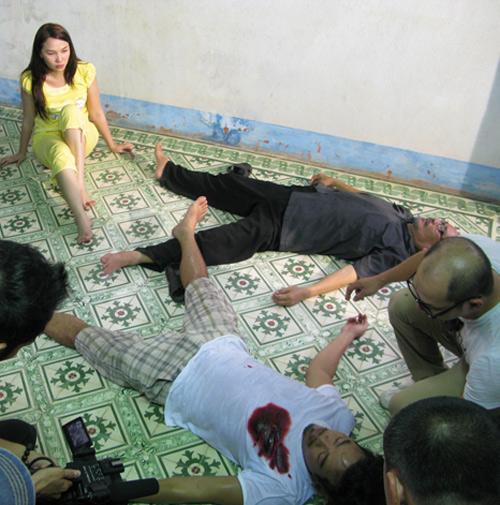 Quỳnh Thư bị cha dượng làm nhục