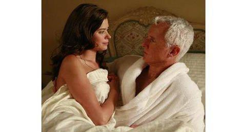 Kỳ quặc tục bố chồng ngủ với con dâu trước chú rể