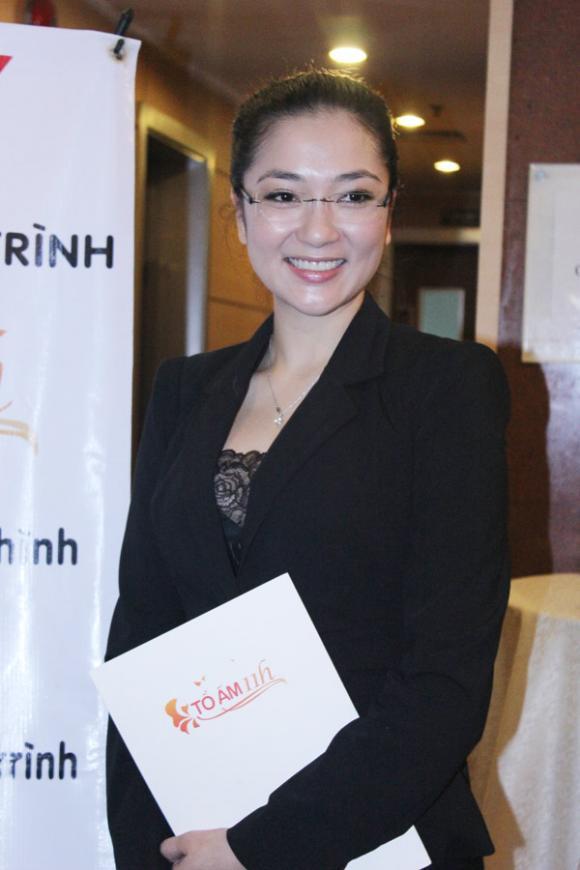 Hoa hậu Nguyễn Thị Huyền giản dị vẫn rạng ngời