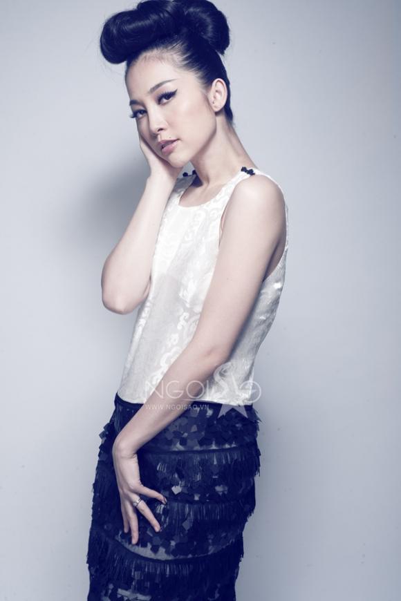 Linh Nga đẹp lạ với thời trang bầu 5 tháng