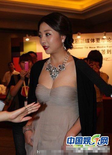Mỹ nhân Hoa ngữ khoe thân hình 'phốp pháp'