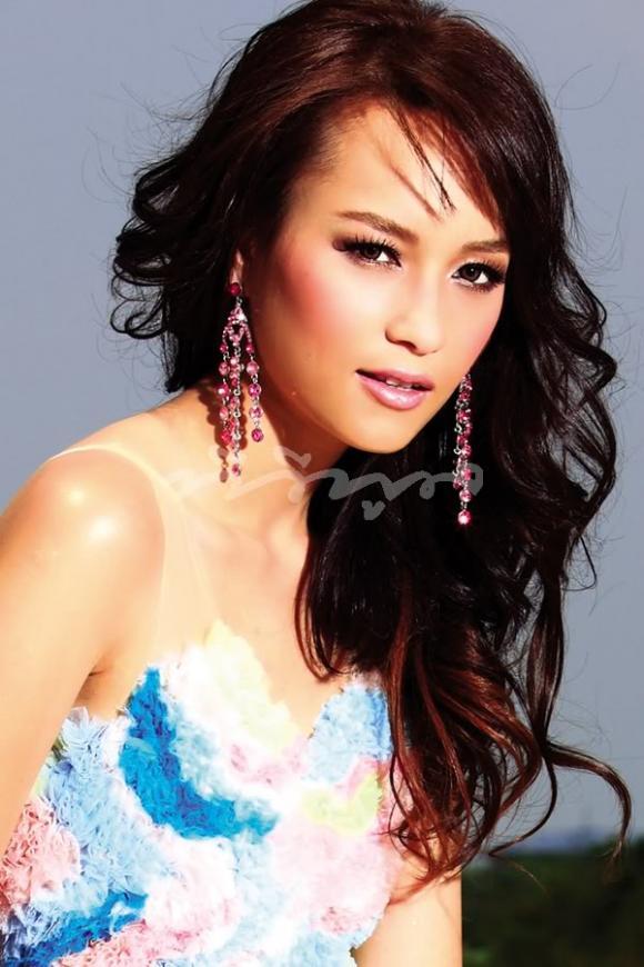 Ngắm nhan sắc chuẩn nữ diễn viên lừng danh Thái Lan - Bee Namthip
