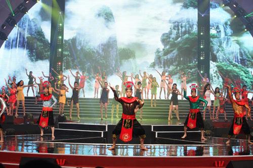 Đặng Thu Thảo đăng quang Hoa hậu Việt Nam 2012