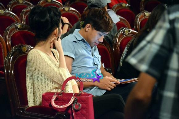 Lộ thêm ảnh âu yếm bạn gái của MC Trấn Thành
