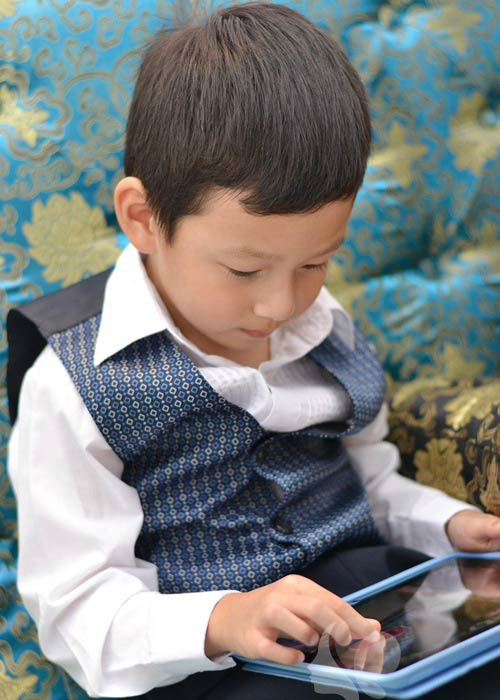 Mẹ Jennifer Phạm có đang cho Bảo Nam chơi điện tử quá nhiều?
