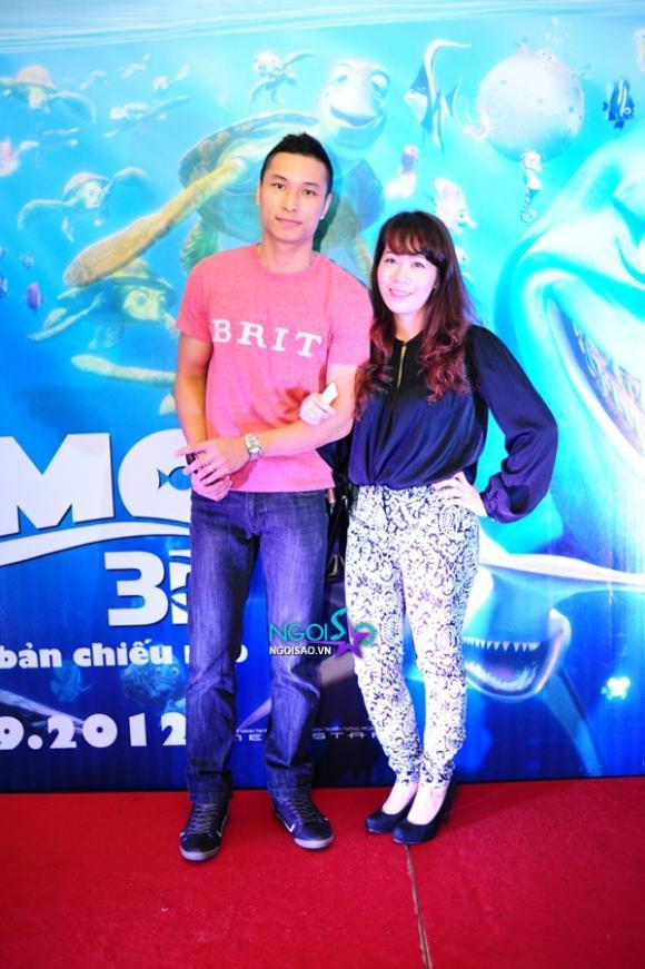 Vợ chồng MC Diệp Chi tíu tít bên nhau đi xem hoạt hình 3D